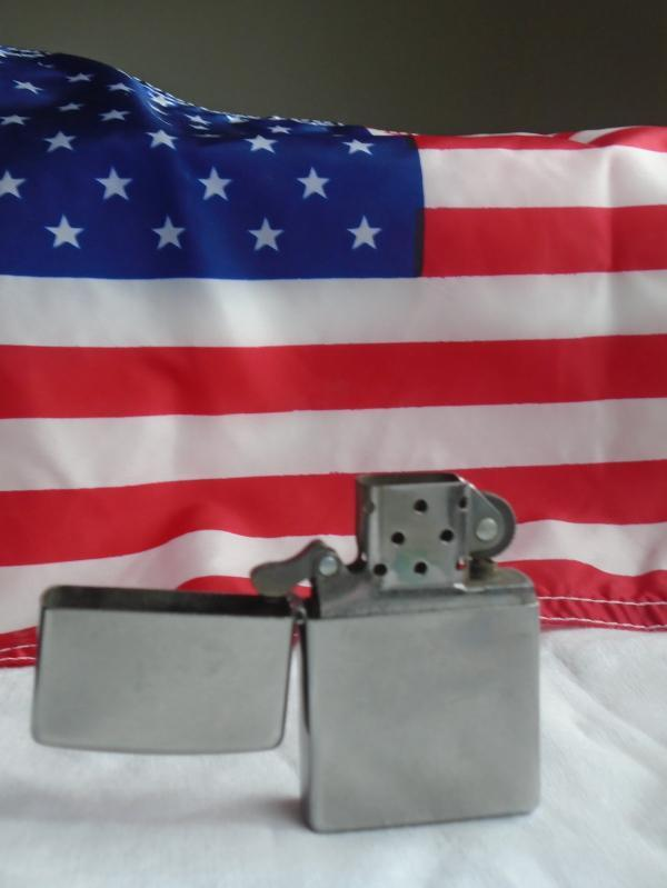 vtg ZIPPO Made in USA _ cigarette / pipe tobacco Lighter _ NICE_ No Monogram equals artist canvas _ etch Initails or design of your choice. WORKING ! Flint Sparks