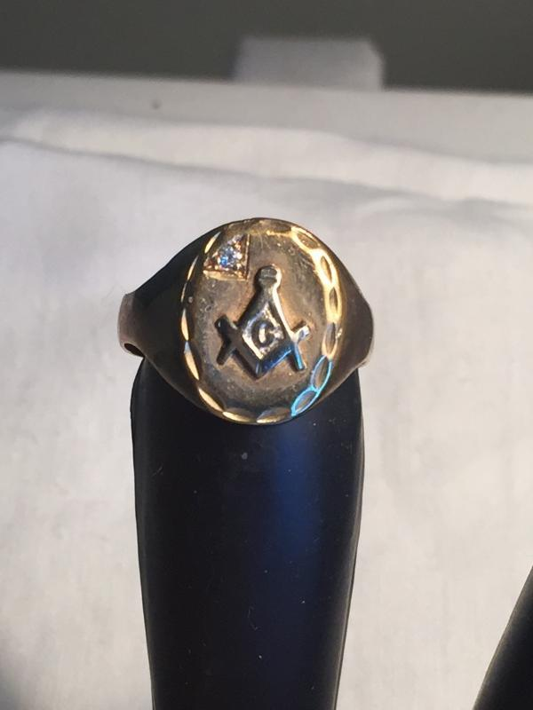 $10.00 SHIPPING USA + Canada_ Beautiful Vintage Men's MASONIC 10k GOLD Ring _ makes a nice Gift