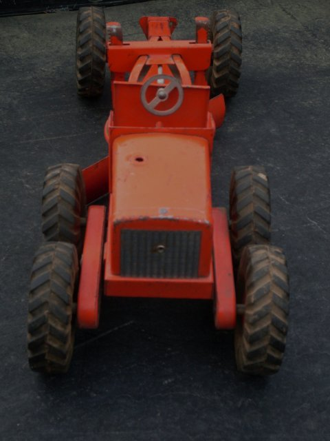 Toys _old timer _ 1950's_ 18 3/4 Inch Widest  HEAVY DUTY _NYLINT TOYS Road Grader with ORIGINAL GENUINE  RUBBER WHEELS. Original Paint.  SHIPPING to U.S.A  under $38.00 NO HST Taxes WHEN SHIPPED from CANADA.