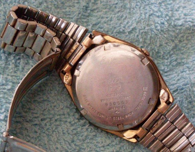Quality VINTAGE Mens SEIKO Wristwatch _features Day + Date _Seiko Quartz_ Vintage Year 1979_WORKING Excellent