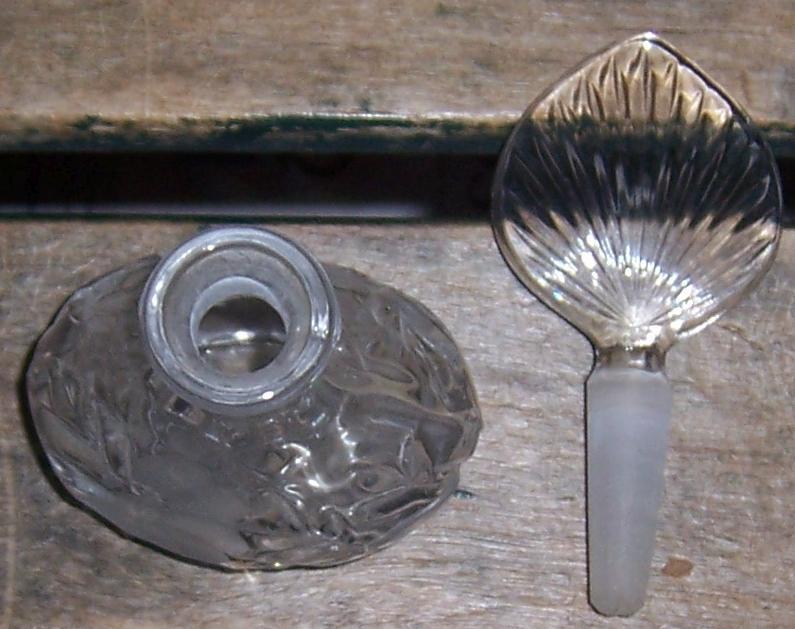 Princess House Floral Etched Vintage Perfume Dresser Bottle Glass Stopper