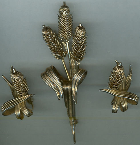 Vintage Gold Tone Wheat Sheaf Brooch and Earrings Set