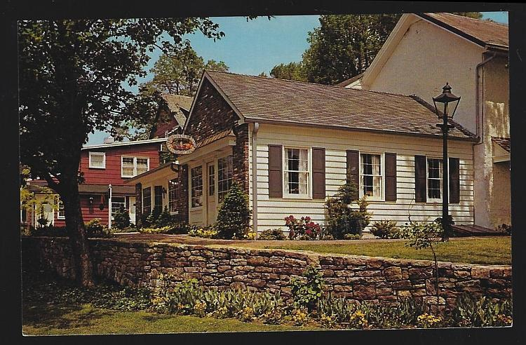 Vintage Unused Postcard of Peddler's Village, Lahska, Pennsylvania Shopping