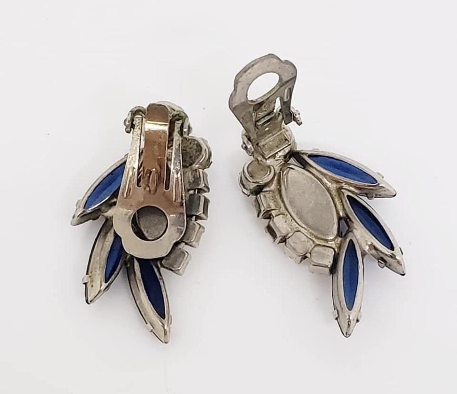 Juliana D&E Blue Rhinestone Pinwheel Brooch & Clip Earrings