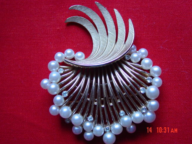 Trifari Goldtone Imitation Pearl & Rhinestone Brooch Pin