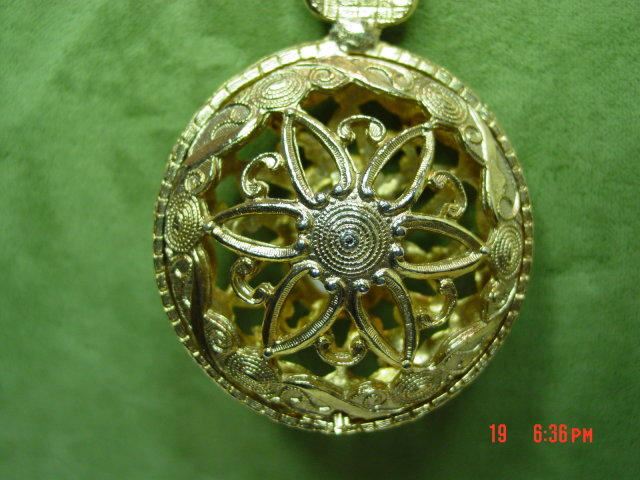 Gold Filigree Pendant & Chain