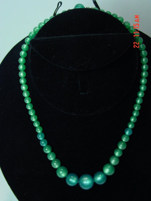 Vintage Green Lucite Moonglow Bead Choker Necklace