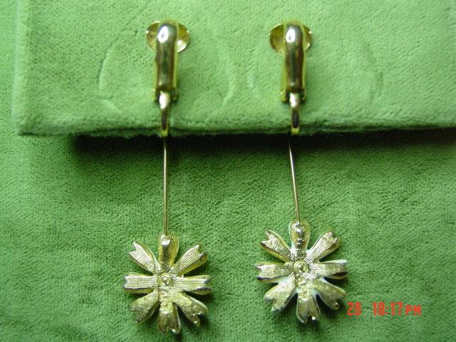 '60's Daisy Drop Clip Earrings Signed ART