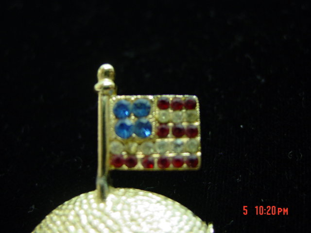 Apollo 11 Spacecraft Moon Landing July 20, 1969 Commemorative American Flag Pin