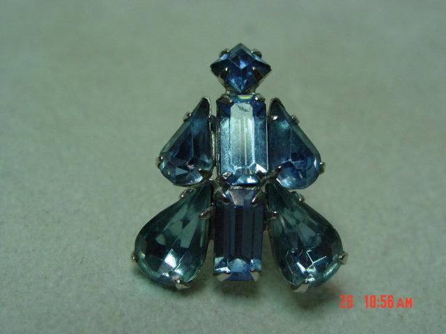 Coro Ice Blue Rhinestone Screwback Earrings