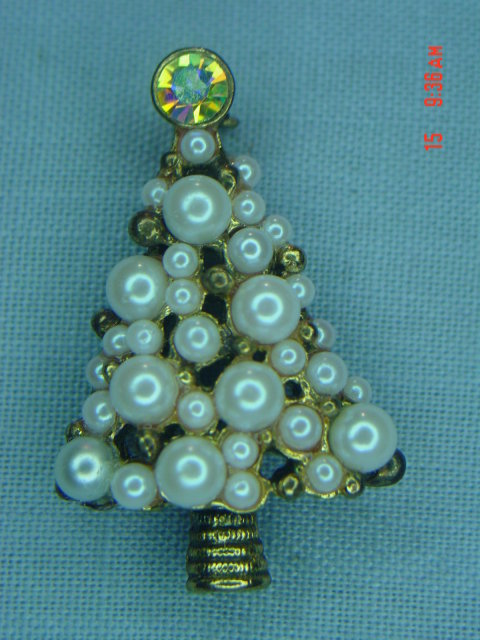 Vintage Faux Pearl Christmas Tree Pin