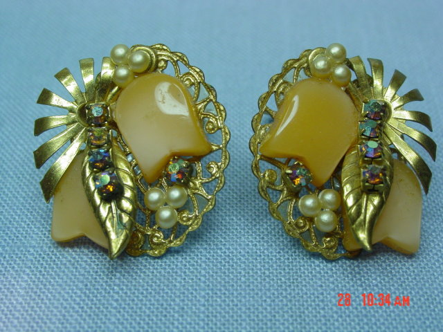 Vintage Peach Thermoset Clip Earrings