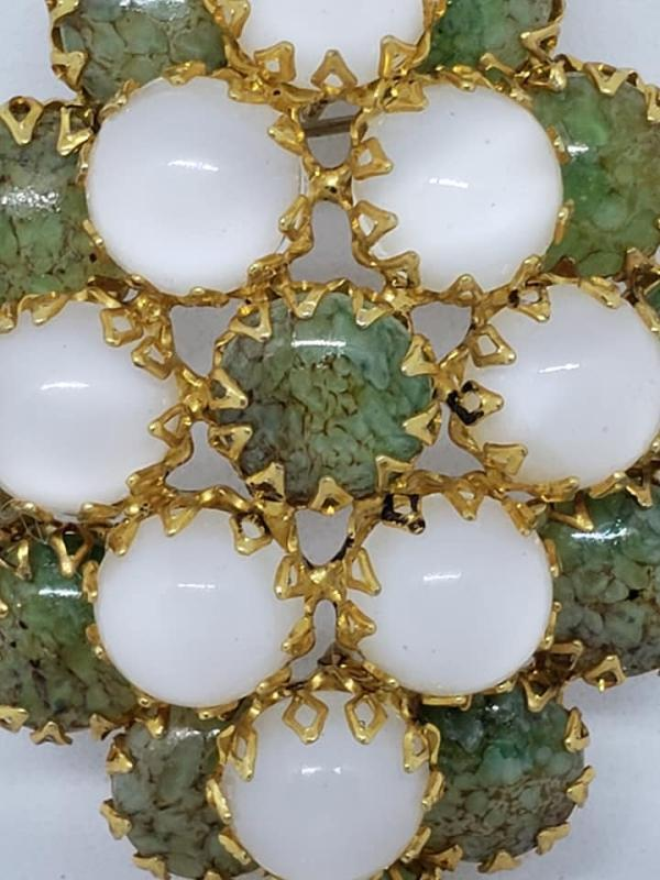 Unsigned Schreiner Green and Opaque White Brooch