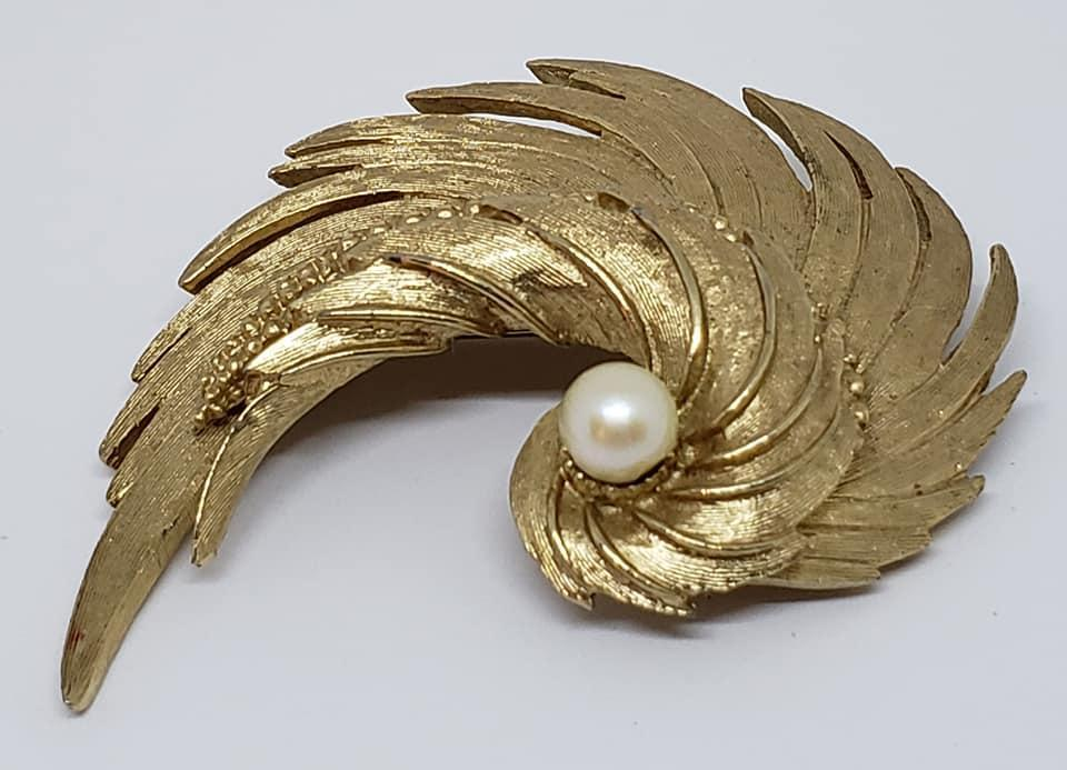 Boucher Goldtone Swirled Feather Brooch with Cultured Pearl