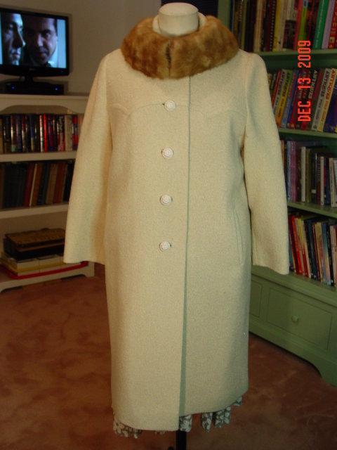 Vintage Belk's Pioneer Coat Co. Cream Wool Coat with Mink Collar