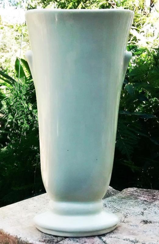 Vintage Shawnee Vase #1257 Magenta Flower/Green Leaves 6.75