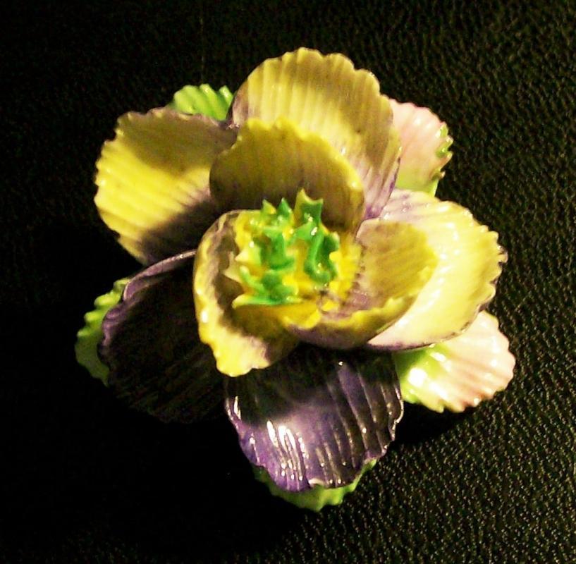 Vintage Ceramic Figural Flower Pin Coalbrook China England 1.5