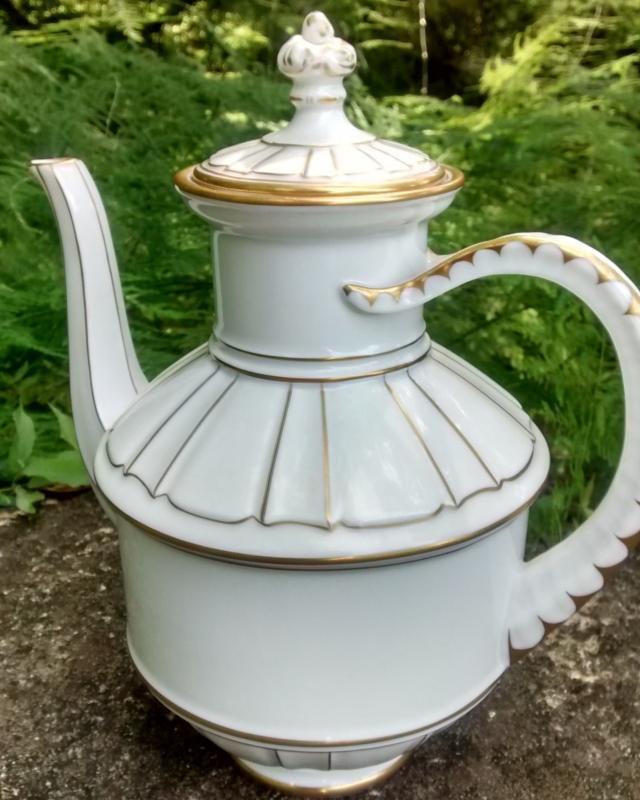 Vintage Bing/Grondahl Offenback #3033 Coffee Pot w/Lid Gold/White