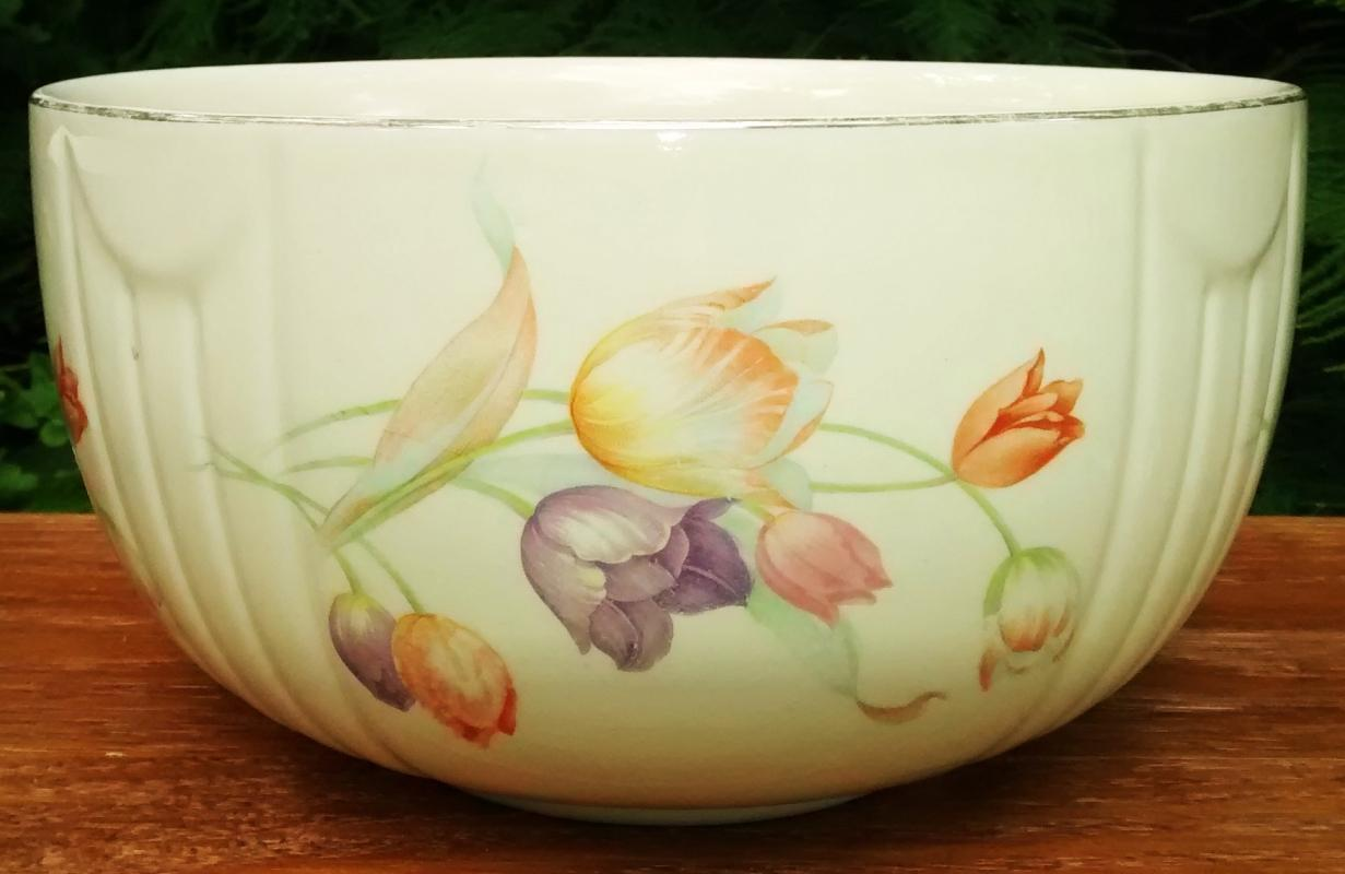 Vintage Hall Tulip Kitchen/Mixing Bowl Radiance 1940s