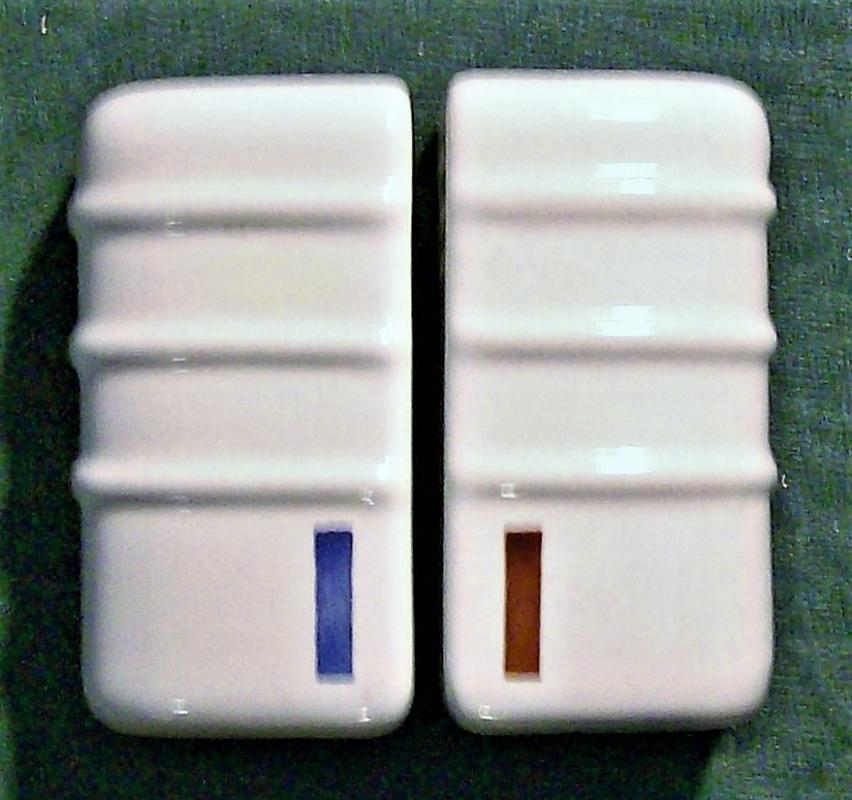 Vintage Art Deco/Modern S&P Shakers Streamlined Design