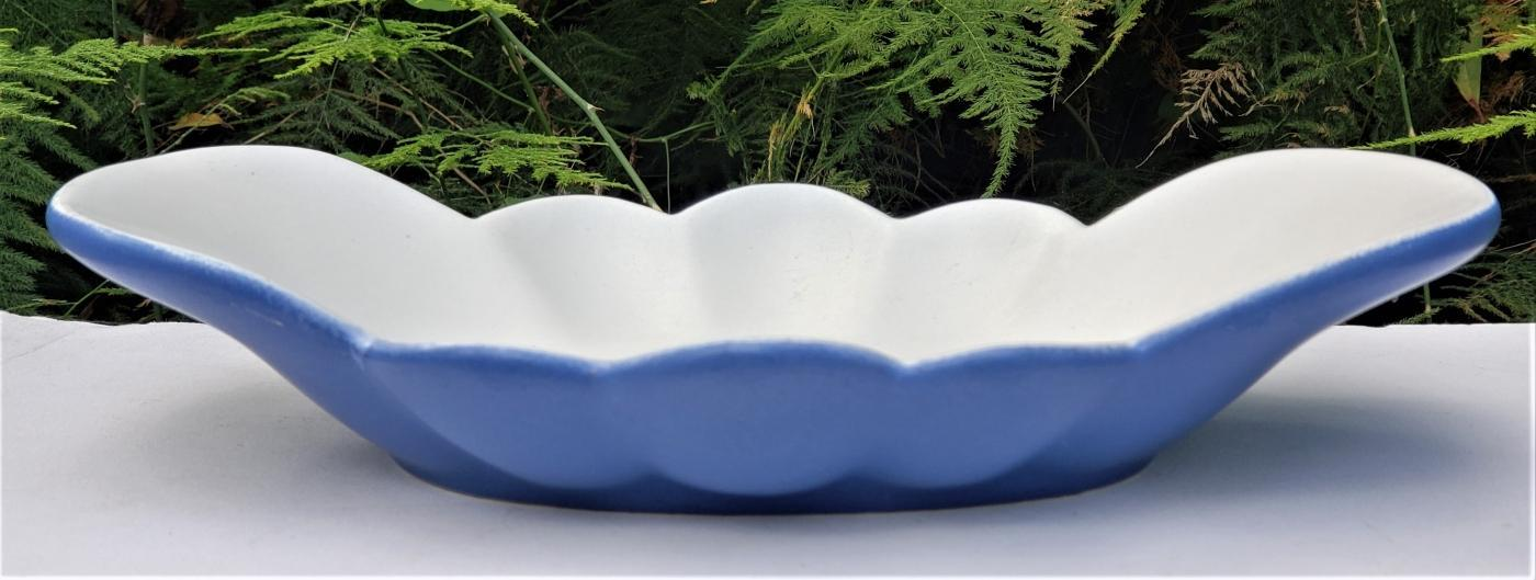 Vintage Haeger #117 Scalloped Dish/Bowl Matte Blue/White Ca. 1940s