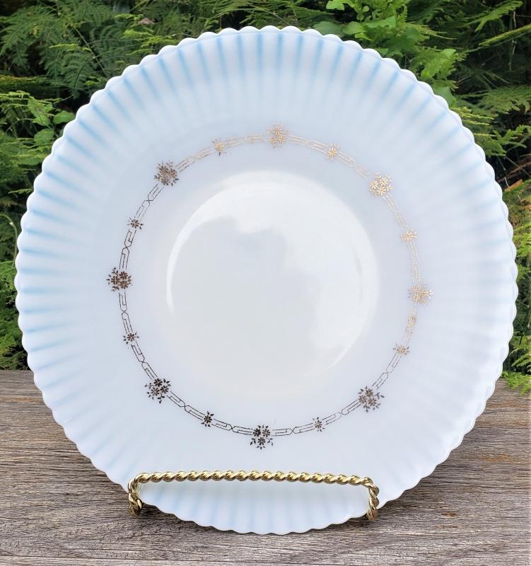 Vintage Macbeth-Evans Petalware Coronet Monax Cake Plate