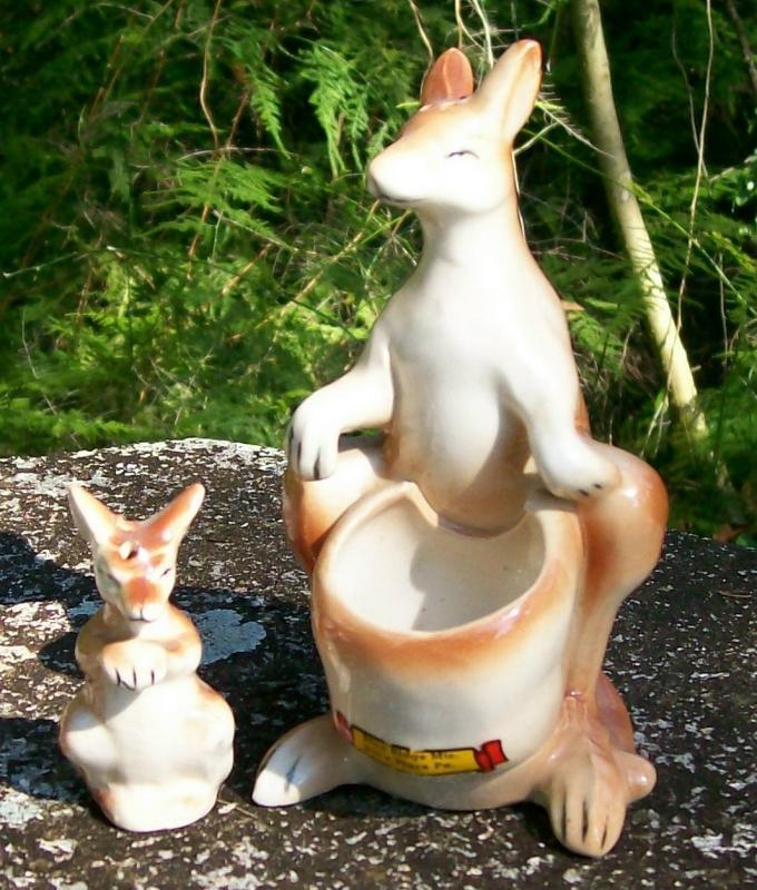 Vintage Kangaroo Nester Salt & Pepper Shakers Blue Ridge Mtns/Bill's Place/Pennsylvania Souvenir