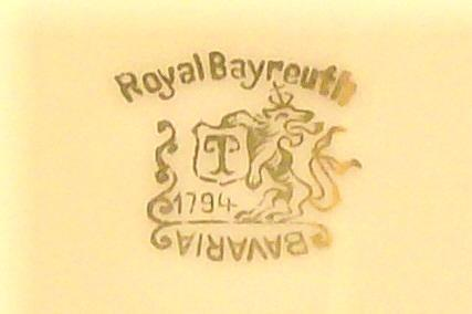 Royal Bayreuth Gold Encrusted Plate: ROB24 Grapevine Motif