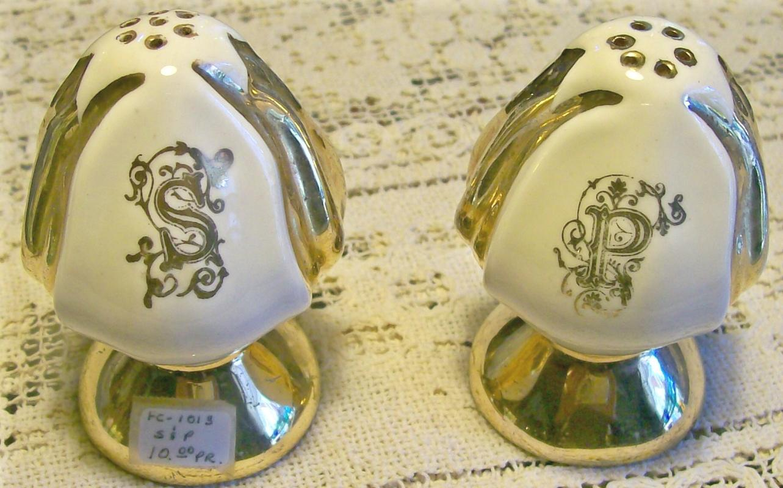 Figural Flower Bud Ceramic Salt & Pepper Shakers: Gold Metallic Trim