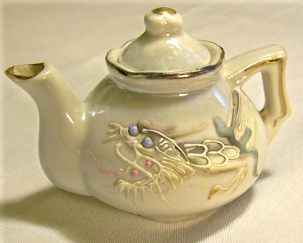 Moriage Dragonware Ceramic Toy Teapot 1920's-30's Japan