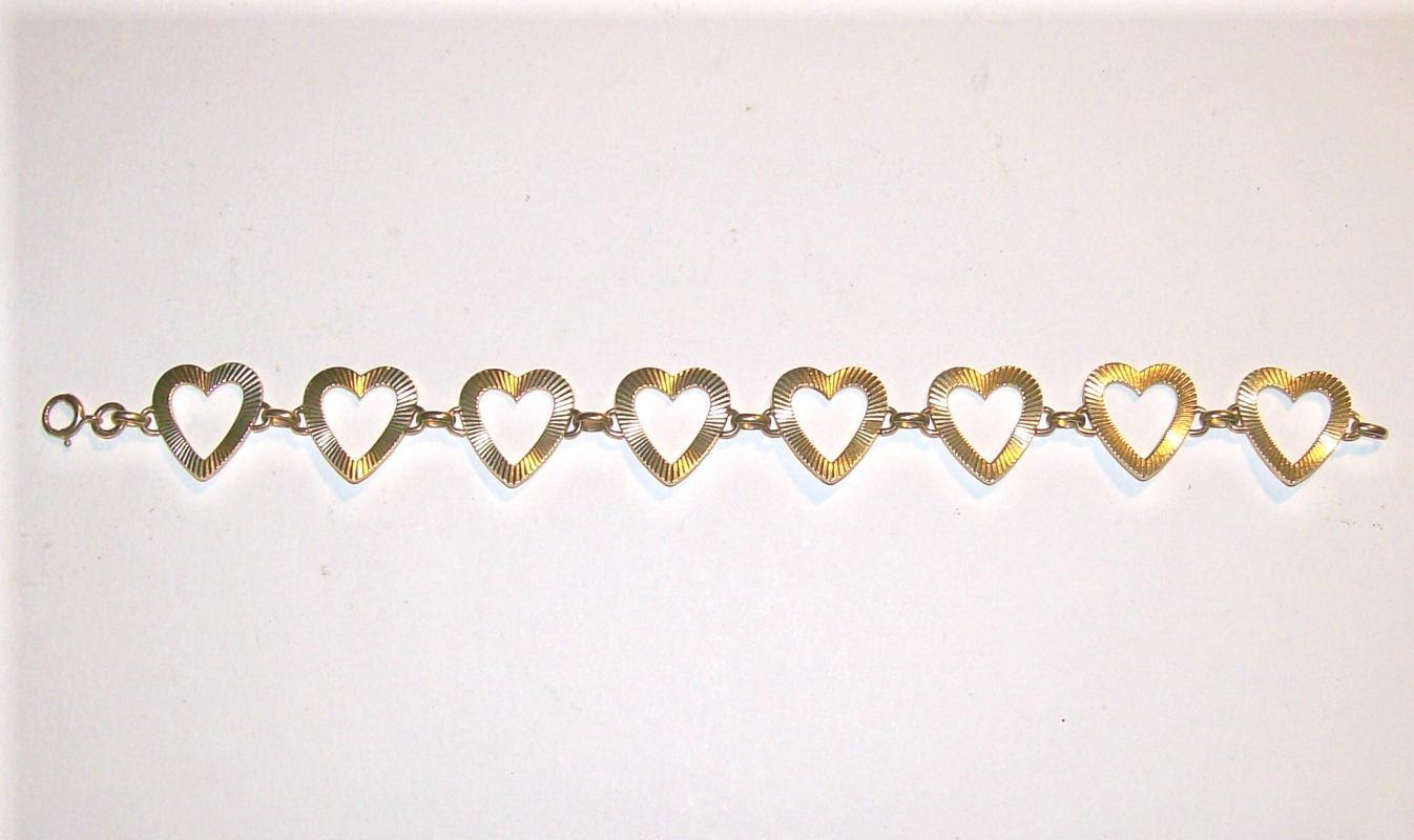 Vintage 14K Gold Bracelet String of Open Hearts 11g