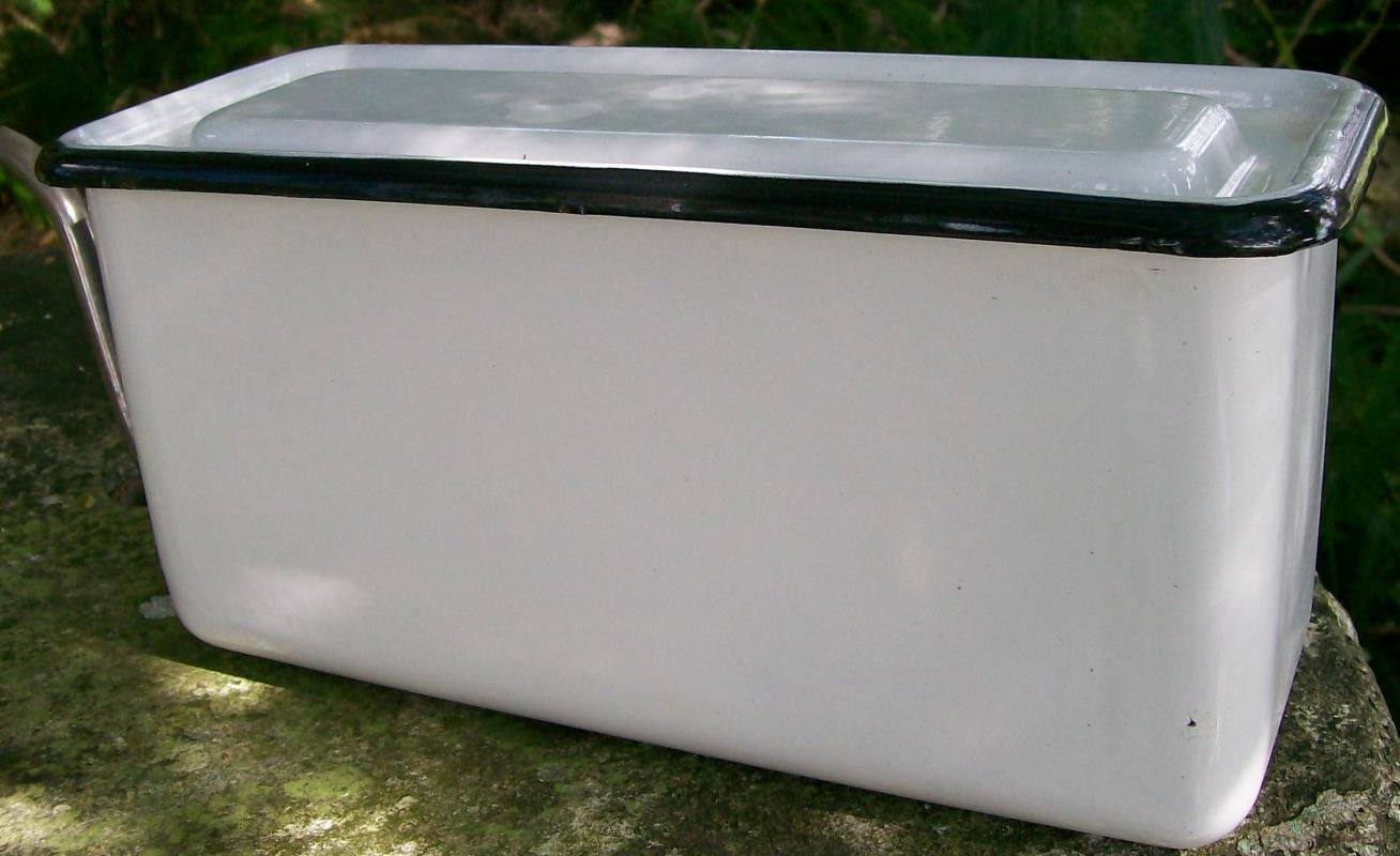 Vintage Graniteware Drink Dispenser 20s-30s White/Blk Trim Enameled Refrigerator 12.25