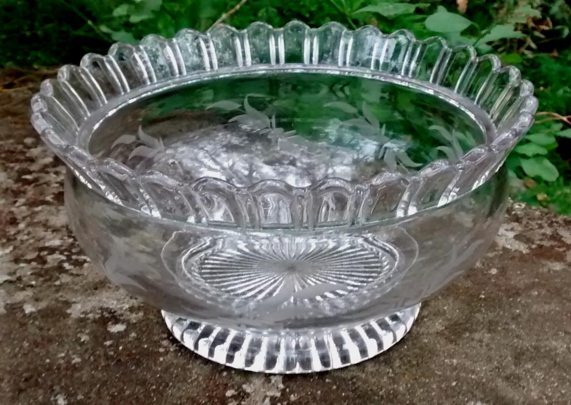 Antique Duncan #88 Bowl Early American Pressed Glass 1885-90 Engraved Leaves