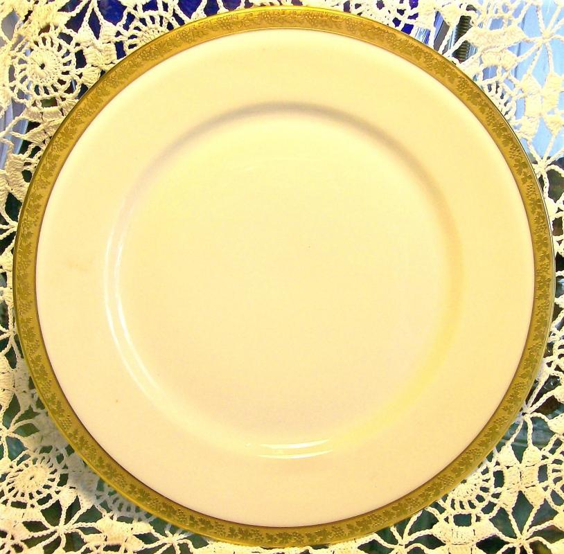 Royal Bayreuth Gold Encrusted Ceramic Plate: ROB24 Grapevine Motif