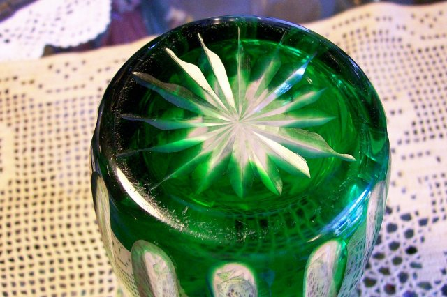 Vintage Bohemian-style Cut Glass Vase Emerald Green Cut To Clear 7