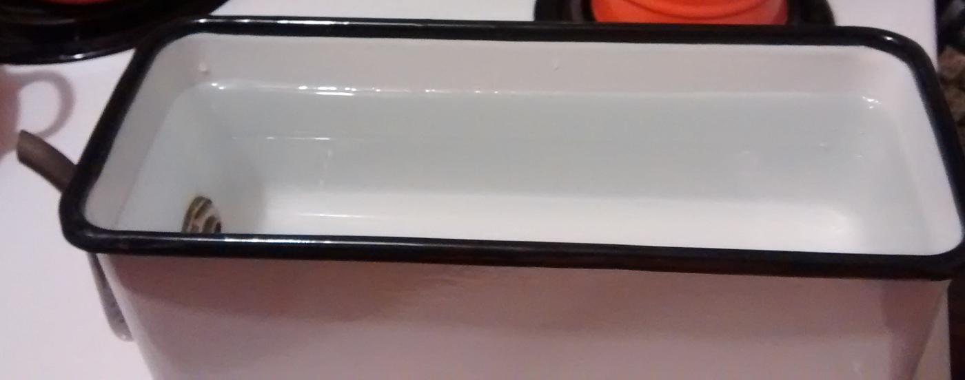 Graniteware Drink Dispenser 20s-30s White/Blk Trim Enameled Refrigerator 12.25