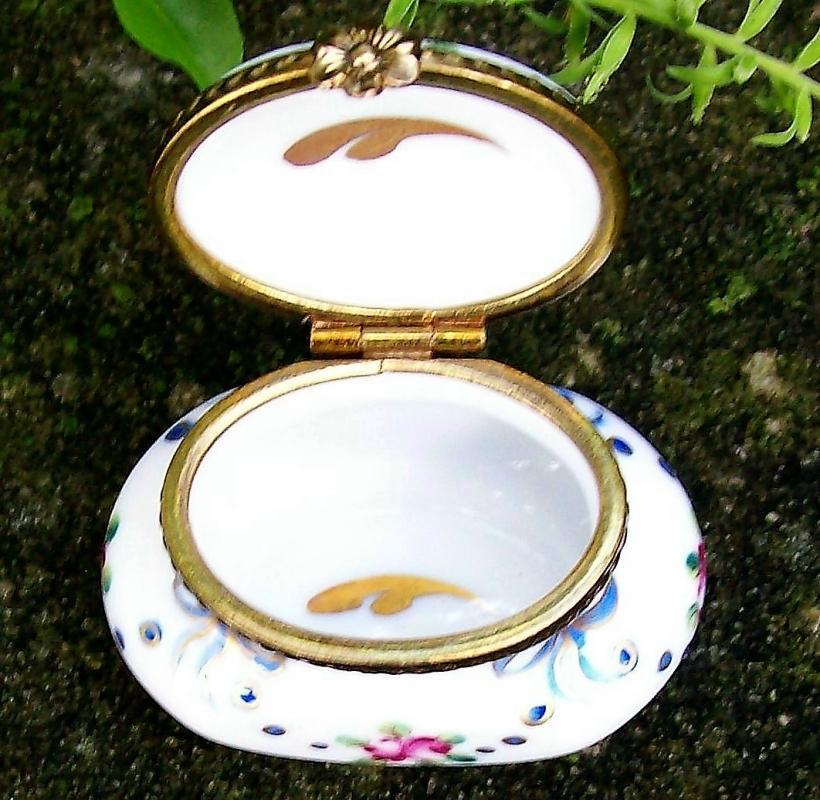 Rochard Limoges Porcelain Oval Box MC-110 Buds