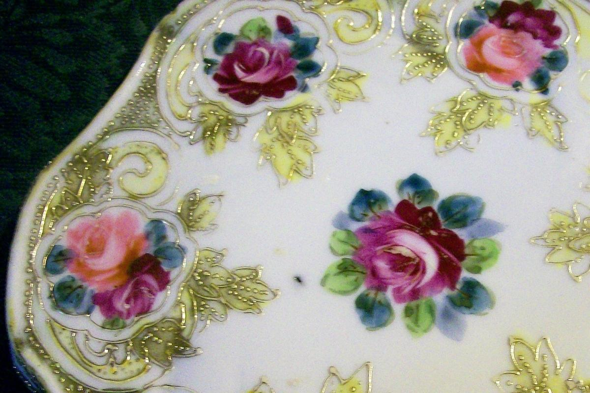 Antique Noritake/Maple Leaf Nippon Trivet/Tea Tile Roses & Gold