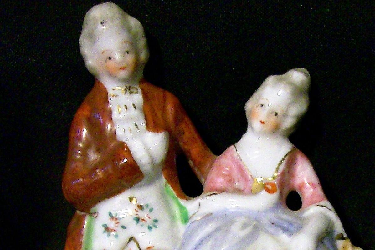 Vintage Occupied Japan Matched Pair Figurines Colonial Couples 4 5/8