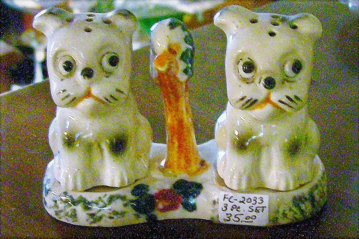 Vintage Puppy Dog Salt & Pepper Shakers w/Tray Ca. 1930's Rico Japan
