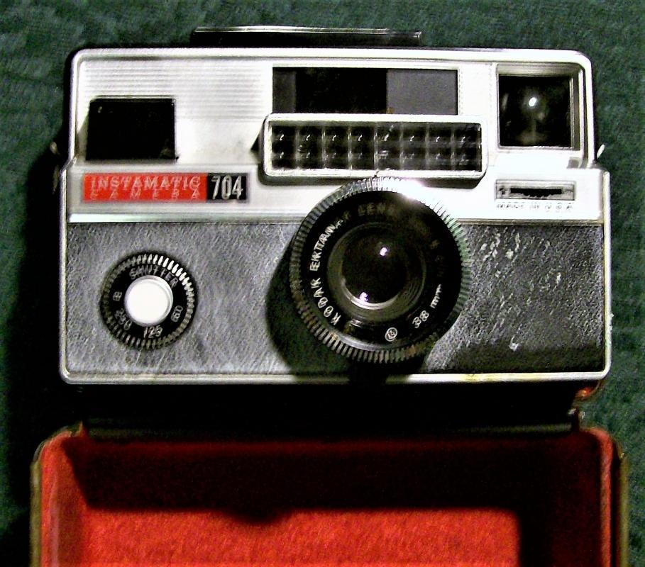 Vintage Kodak Instamatic 704 Camera w/Metal Case 1965-69
