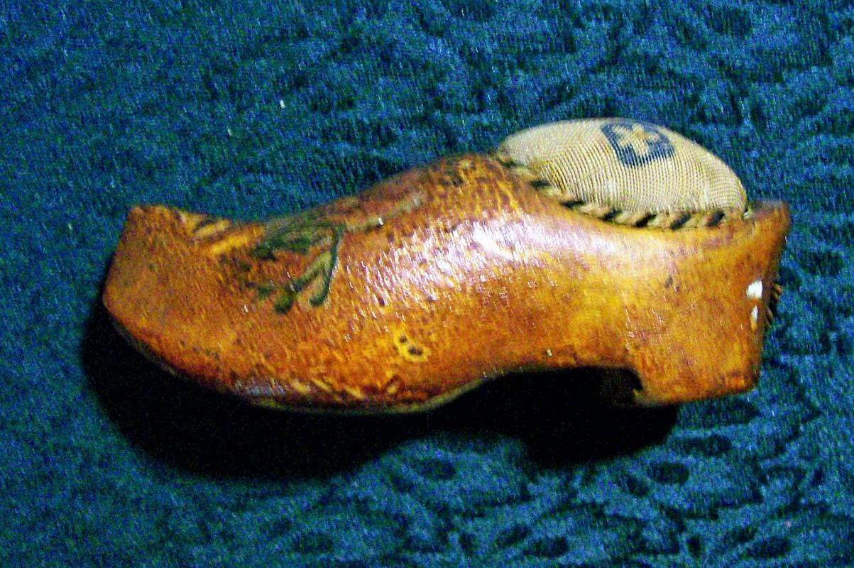 Antique Wooden Shoe Pin Cushion Early 1900's Holland/Netherlands Souvenir