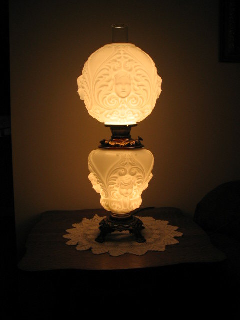 ANTIQUE CHERUBS GONE WITH THE WIND LAMP