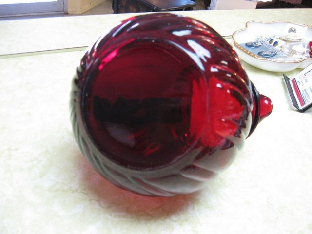 Tilt  Swirl Ball Pitcher
