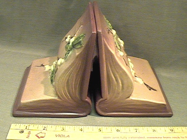 Roseville Bookends Snowberry 1BE