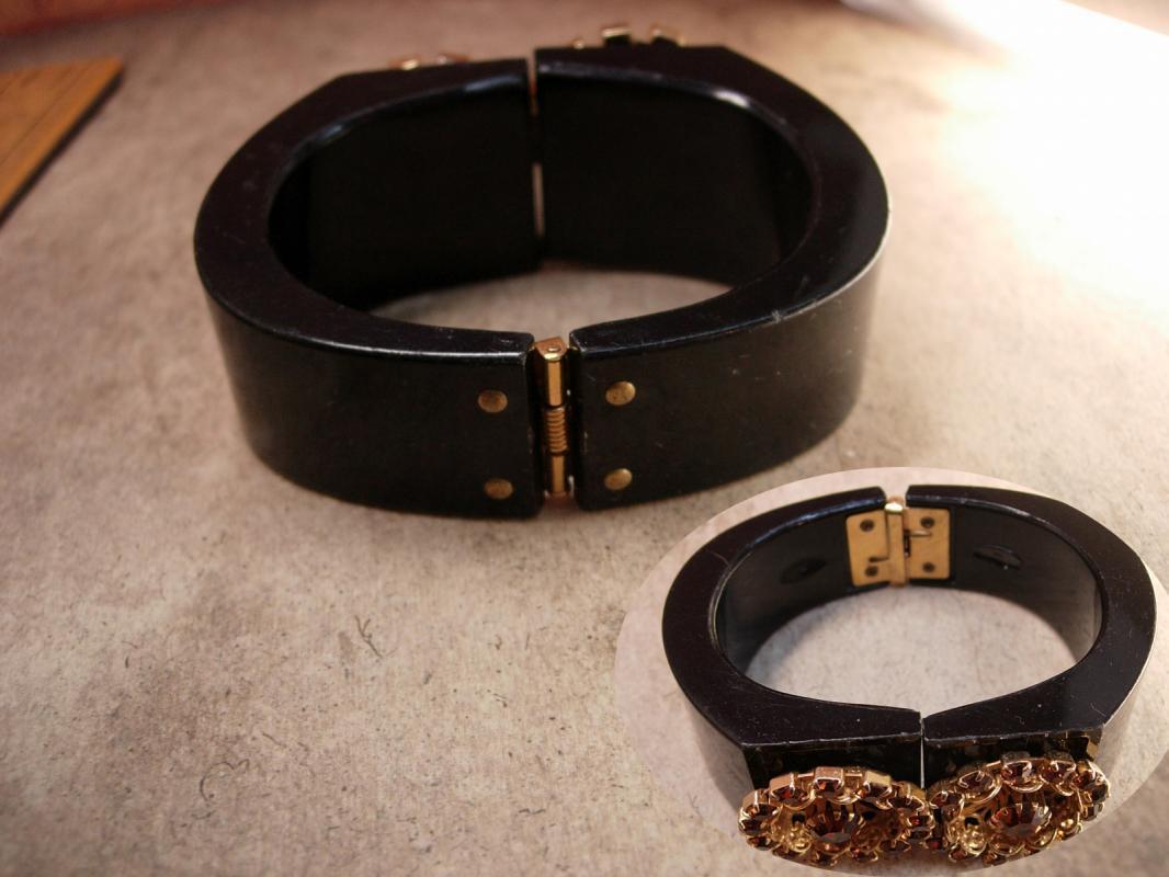 Vintage Rhinestone clamper Bracelet golden florettes Bangle