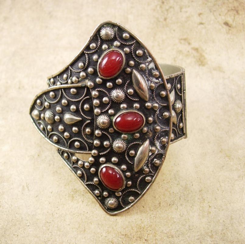 Antique buckle Bracelet etruscan carnelian jewels hinged hand wrought