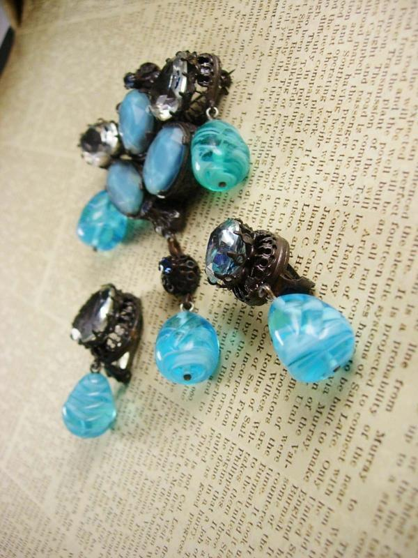 Rare Beauty Demi parure - huge Brooch - blue clip on earrings - poured glass - dangle drops -  signed Austria - couture jewelry