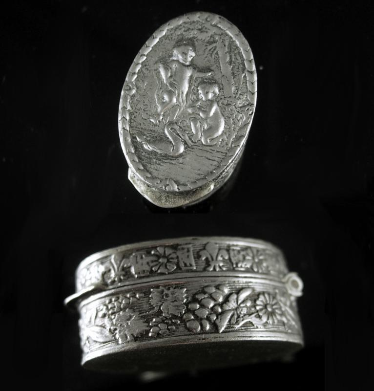 Antique Miniature box Silver CHERUB Italy patch Snuff box Italian renaissance Angels wedding ring holder case