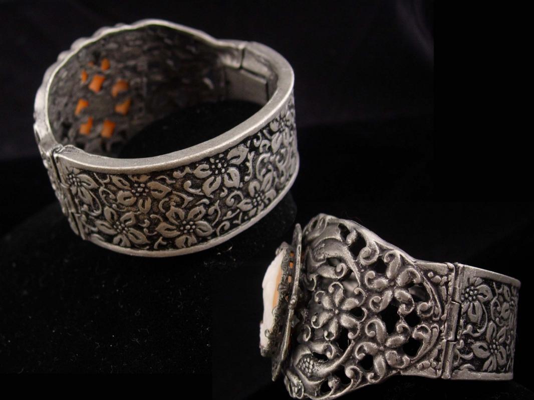 Antique Cameo Bracelet / genuine cameo / 2